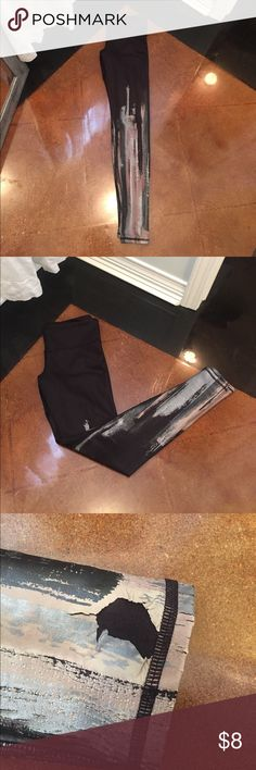 ALO leggings ALO leggings slightly damaged at the bottom of both legs ALO Yoga Pants Leggings