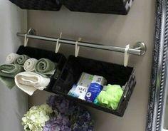 Einrichtungsideen fürs kleine Badezimmer tücher eingerollt