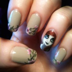 The 2nd week of the little Lady: flowers on beige. Manicure by me,on my natural nails.