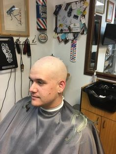 Bald Men Style, Mr Clean, Bald Heads, Shaved Head, Skinhead, Cute Gay, Hairstyles Haircuts, Barber Shop, Shaving
