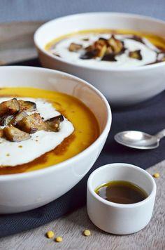 """Gelbe-Linsen-Möhren-Suppe """"Orient Style"""" mit gerösteten Auberginenwürfeln"""