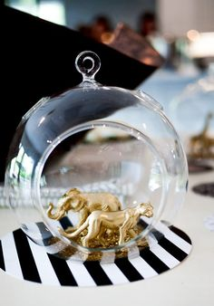 You are going to fall in love with these 10 Different DIYs that you can make by Gilding Animal Toys! Find dreamy crafts like cake toppers, and mason jars. Diy Party Decorations, Baby Shower Decorations, Crafts To Do, Diy Crafts, First Birthday Balloons, Leo Birthday, Birthday Ideas, Gold Globe, Roomspiration