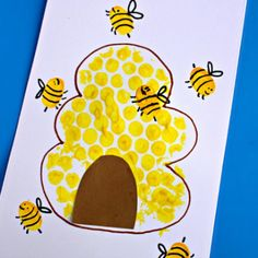 Bubble Wrap Beehive + Fingerprint Bee Craft - Crafty Morning For Kids Luftpolsterfolie Bienenstock + Daycare Crafts, Classroom Crafts, Toddler Crafts, Preschool Crafts, Kids Crafts, Toddler Art Projects, Craft Kids, Crafty Craft, Painting Crafts Kids