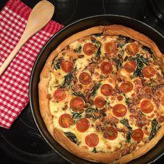 Quiche mit Spinat, Feta, Tomaten und Pinienkernen, ein sehr leckeres Rezept aus der Kategorie Vegetarisch. Bewertungen: 91. Durchschnitt: Ø 4,6.