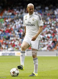 Zinedine Zidane of Real Madrid Leyendas in action during the Corazon Classic charity match between Real Madrid Leyendas and Liverpool Legends at Estadio Santiago Bernabeu on June 2015 in Madrid, Spain. Liverpool Team, Liverpool Legends, Milan, Chelsea, Zinedine Zidane, Second Best, Fc Barcelona, Real Madrid, Action