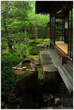 Zen garden in Namikawa Cloisonné, Kyoto - Namikawa Cloisonné Museum (並河靖之七宝記念館)