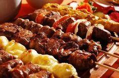 Descubra qual a melhor carne para espeto de churrasco, o segredo para ganhar até R$9.000 por mês com um negócio de espetinho.