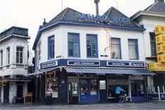 Petit-restaurant Petit Paris op de hoek van de Markt en de 'Nieuwstraat', 1989 Auteur: niet vermeld Eindhoven, Street View, Mansions, Landscape, House Styles, Restaurant, Scenery, Manor Houses, Villas