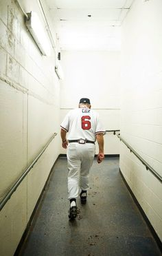 Bobby Cox after coaching his last game Braves Baseball, Baseball Players, End Of An Era, Last Game, National League, St Louis Cardinals, World Of Sports, Atlanta Braves, A Team