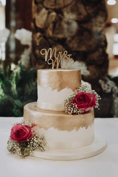 A Group Holiday: Audrey & Stephane's Spanish Wedding Gold and White Wedding Cake<br> Thinking of jetting off for the big day? You'll find lots of inspiration in this destination wedding in Spain which includes a reception at Montiboli Hotel. Burgundy Wedding Cake, Floral Wedding Cakes, White Wedding Cakes, Elegant Wedding Cakes, Beautiful Wedding Cakes, Wedding Cake Designs, Wedding Cake Toppers, Wedding Gold, Wedding Pins
