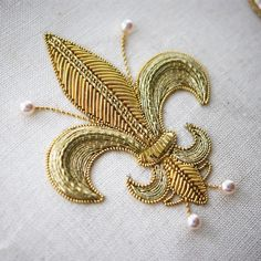 Embroidery Designs, Couture Embroidery, Embroidery Fashion, Embroidery Stitches, Embroidery Patterns, Zardozi Embroidery, Hand Work Embroidery, Types Of Embroidery, Gold Embroidery