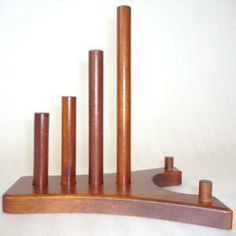 The wooden plate stands (plate rack) & We found it in the form of an inexpensive plate holder from Crate ...