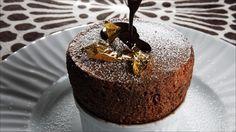 Sjokoladesufflé - Serveres i 8 suffléformer à 8 cm i diameter, cm høye. Stop Eating, Love Is Sweet, Food Inspiration, Pudding, Favorite Recipes, Sweets, Chocolate, Drinks, Bakken