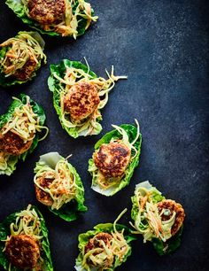 Try our Turkey burger recipe with coronation slaw. This quick turkey burger recipe is easy to make and low in calories. Serve these burgers with coleslaw Carrot Recipes, Lunch Recipes, Great Recipes, Dinner Recipes, Healthy Recipes, Ww Recipes, Healthy Meals, Chicken Recipes, Healthy Food