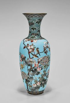 Lot: ANTIQUE JAPANESE CLOISONNE ENAMEL VASE, Lot Number: 0047, Starting Bid: $300, Auctioneer: I.M. Chait Gallery/Auctioneers, Auction: INTERNATIONAL FINE ARTS AUCTION, Date: May 21st, 2017 GMT