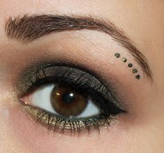 dark green eye make up http://www.talasia.de/2014/06/12/eyes-dark-green-dots/