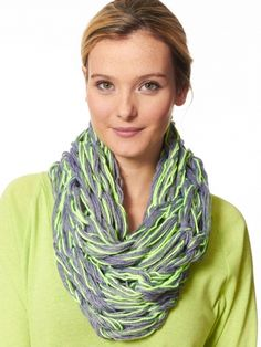 Add some instant style to your winter wardrobe with this fast and easy arm knit cowl! #armknitting #knit #diy
