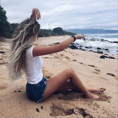 Weird poses make for cool pictures😎⛅️🌊 (at Road to Hana) Images Instagram, Foto Instagram, Beach Hair, Beach Bum, Girl Beach, Beach Pictures, Cool Pictures, Astrid Hiccup, Foto Casual