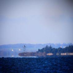 Baagø Fyr set fra Aborg Strand #visitfyn #fyn #nature #visitdenmark #naturelovers #natur #denmark #danmark #dänemark #landscape #nofilter #assens #mitassens #vildmedfyn #fynerfin #assensnatur #vielskernaturen #visitassens #forrest #instapic #tree #fyrtårn #autumn #november #sea #lighthouse