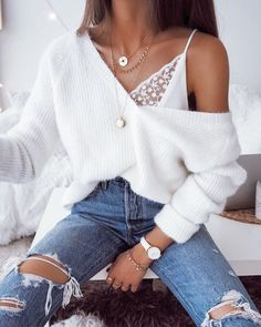 Gold Chain Ripped skinny jeans white oversized fluffy v neck sweater lace lingerie top bra gold chains necklaces casual sophisticated cool winter fall outfit fashion inspo trends accessories jewellery Look Fashion, Street Fashion, Autumn Fashion, 90s Fashion, Blue Fashion, Fashion Online, Ankara Fashion, Fashion 2018, Trendy Fashion