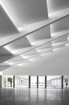 Amazing geometric ceiling incredible use of indirect light. & roman vlasov architect - Buscar con Google   Architecture ... azcodes.com