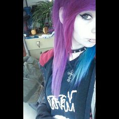 Scene and emo hair adicted famous presents its new categories of girls emos… Scene Hair Bangs, Indie Scene Hair, Curly Hair Styles, Emo Scene, Black Scene Hair, Medium Scene Hair, Short Scene Hair, Blue Purple Hair, Make Up