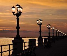 """"""" ... muitos postes em Bari """" -Itália"""