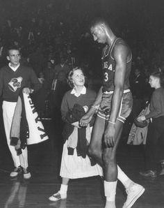 Wilt Chamberlain after a Kansas basketball game Basketball Tricks, Basketball History, Basketball Legends, Love And Basketball, Sports Basketball, College Basketball, Basketball Players, Kansas Jayhawks Basketball, Wilt Chamberlain