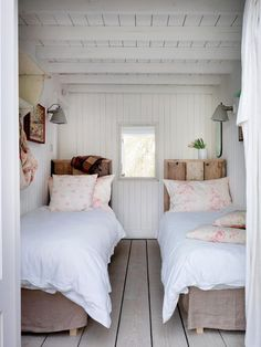 Isn't this a cozy little room for two? Cabbages & Roses