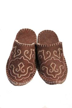 T02A Brown Manas Felt Slippers, Improve Blood Circulation, Traditional Design, Hand Stitching, Wool, Brown, Pattern, Felted Slippers, Patterns