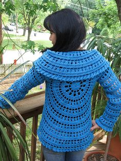 Cute Crochet jacket and pattern is free Crochet Bolero, Gilet Crochet, Crochet Coat, Crochet Jacket, Crochet Cardigan, Love Crochet, Crochet Scarves, Crochet Yarn, Crochet Clothes