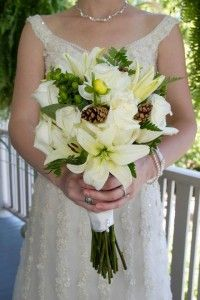 Bridal bouquet with pine cones. LOVE this!!!