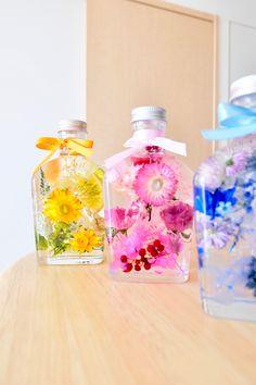 ハーバリウム【オレンジおれんじ】 Interior Paint Colors, Paint Colors For Home, Flower Crafts, Diy Flowers, Botanical Interior, Japanese Drinks, Cute Water Bottles, Flower Bottle, Floral Theme