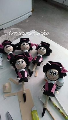 Diy Crafts For Gifts, Foam Crafts, Handmade Crafts, Arts And Crafts, Graduation Crafts, Graduation Party Decor, Pen Toppers, Doll Making Tutorials, Fondant Animals