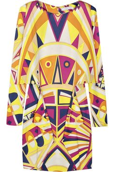 Emilio Pucci Printed jersey dress Emilio Pucci dress has a boat neck, bracelet-length dolman sleeves and simply slips on. Seventies Fashion, 60s And 70s Fashion, Fashion Now, Retro Fashion, Vintage Fashion, Emilio Pucci, Pop Art Fashion, Italian Fashion Designers, Fashion History