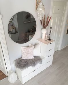 Image could contain: Interior Image could contain: . - Home accessories - Bild könnte enthalten: Interior Bild könnte enthalten: … – Wohnaccessoires Image could contain: Interior Image could contain: Room Decor Bedroom, Living Room Decor, Ikea Bedroom, Cozy Bedroom, Bedroom Ideas, Bedroom With Couch, Ikea Beds, Bedroom Plants, Dorm Room