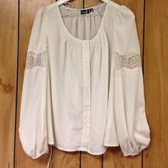 Lace blouse No flaws such a flowy great fit! Tops Blouses
