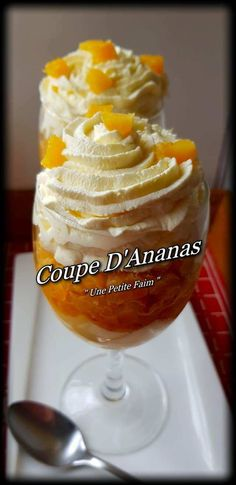 Coupe D'Ananas Hello my greedy I offer you a dessert filled with freshness I hope it will bring the Creative Desserts, Desserts For A Crowd, Apple Desserts, Food For A Crowd, Easy Desserts, Easy Potluck Recipes, Dessert Recipes, Pineapple Cup, Dessert Original