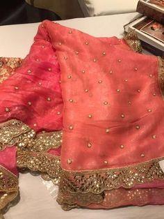 Pure Chiffon Saree with pearl buta. Cotton Saree Designs, Half Saree Designs, Blouse Designs Silk, Trendy Sarees, Stylish Sarees, Simple Sarees, Fancy Sarees Party Wear, Chiffon Saree Party Wear, Indian Fashion Dresses