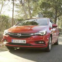 Jaime Alguersuari, Carolina Alcázar y Antonio Rossi probaron el #NuevoAstra de Opel y les encantó