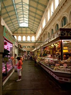 ITALY - Livorno - big fresh market.. you can find here everything! Fresh pasta, olives, wine, fruit... simply everything...