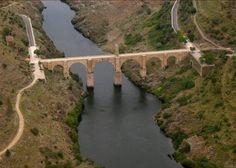 Il ponte di Alcantara sul fiume Tago lungo 204 metri alto 64 metri, fu costruito fra il 98 e il 106 d.C. sotto Traiano