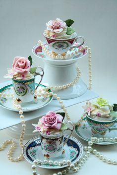 Cakes in vintage tea cups