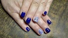 Piękne niebieskie paznokcie z prostym ale jak że olśniewającym wzorem. 😍🌸❤️