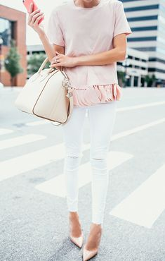 Look neutro : nude com branco, cirando um look, ao mesmo tempo, casual e elegante! --- Neutral outfit: blush and off-white making it look fresh, casula and elegant! Fashion Mode, Look Fashion, Fashion Trends, Runway Fashion, Looks Style, Style Me, Mode Outfits, Fashion Outfits, Inspiration Mode