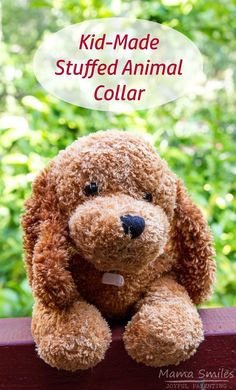 I love this easy DIY stuffed animal collar craft for kids. It's a great way to use up all those loom bands I have lying around the house, too!