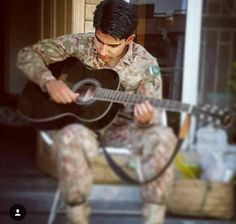 Pak Army Soldiers, Army Pics, Pakistan Armed Forces, Dps For Girls, Pakistan Army, Army Love, Men In Uniform, Military Life, Pakistan Fashion
