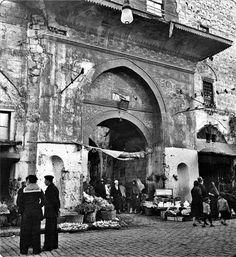 Vezirhan, Çemberlitaş, İstanbul, 1937 by unknown photographer