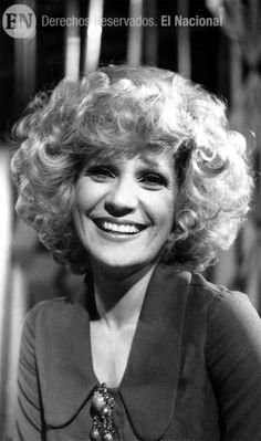 """""""La Primerísima"""" Mirla Castellanos fue la primera venezolana en obtener un premio Billboard en 1984. Caracas, 22-01-1975 (ARCHIVO EL NACIONAL)"""