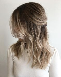 2,482 vind-ik-leuks, 52 reacties - ⠀⠀⠀⠀⠀⠀⠀⠀⠀⠀⠀X O . F A R H A N A (@xo.farhana.balayage) op Instagram: 'K R I S T I N A . This babe has that perfect sandy base that lifts to a clean beige blonde - a…'